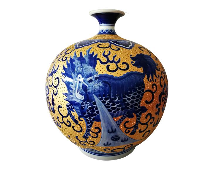 青花描金麒麟陶瓷工艺品