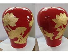 红釉描金荷花瓶